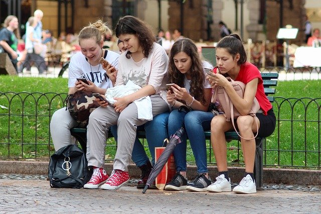 Todat teens on their mobile phones and not reading books